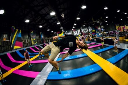 NICHELINO - Ai Viali il primo parco indoor dedicato al salto