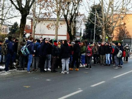 CARMAGNOLA - Tempi incerti per la palestra del Roccati: la ginnastica si fa in tensostruttura