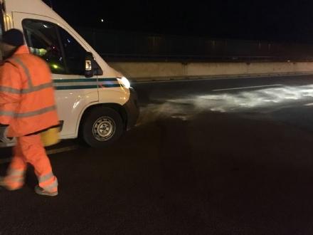 ORBASSANO - Olio in tangenziale per 12 chilometri: caos e disagi nella notte