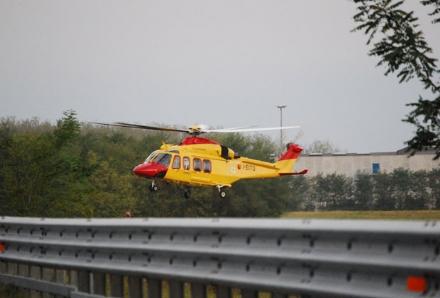 ORBASSANO - Motociclista si schianta in strada Volvera: ricoverato al Cto