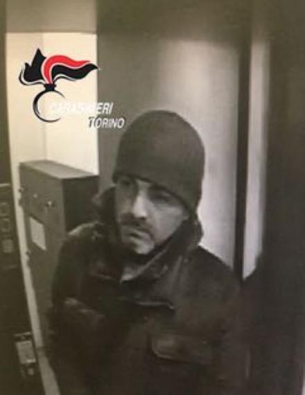 MONCALIERI - Preso il bandito silenzioso che ha rapinato la Banca Sella di piazza Caduti