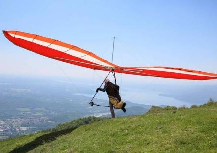 MONCALIERI - E Luigi Leuci luomo morto questa mattina a Modica caduto dal deltaplano