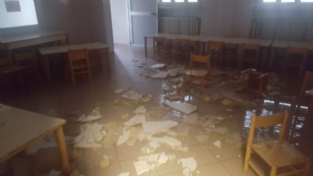 MONCALIERI - Crolla un controsoffitto in aula: tragedia sfiorata alla scuola primaria Barruero
