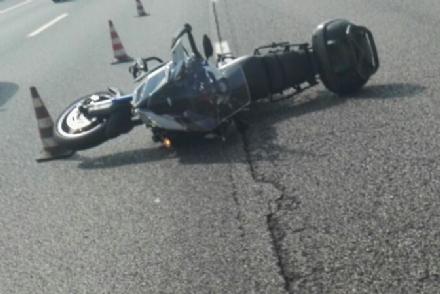 ORBASSANO - Pirata della strada in tangenziale: urta motociclista e scappa