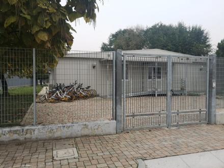 MONCALIERI - La sede della polizia municipale di Santa Maria, deposito di biciclette rotte