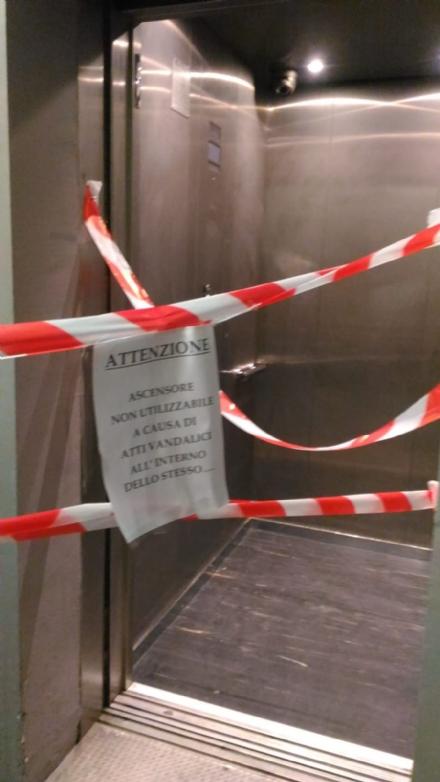 TROFARELLO - Continuano i vandalismi alla stazione: fuori uso lascensore