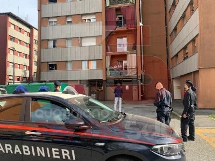 NICHELINO - Protestano i residenti Atc per lacqua calda che non cè: arrivano carabinieri e sindaco