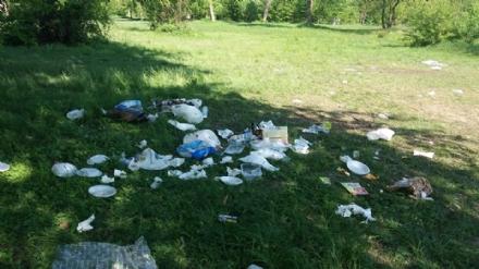 CINTURA - Il giorno dopo Pasquetta, parchi invasi dalla spazzatura