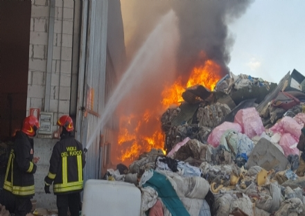 LA LOGGIA - Incendio Cmt del 2017: tre persone indagate per gestione illecita di rifiuti