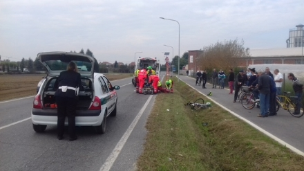 VINOVO - Incidente in circonvallazione: ciclista travolto e trasportato al Cto