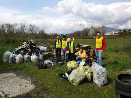 RIVALTA - Gli ecovolontari ripuliscono Tetti Francesi