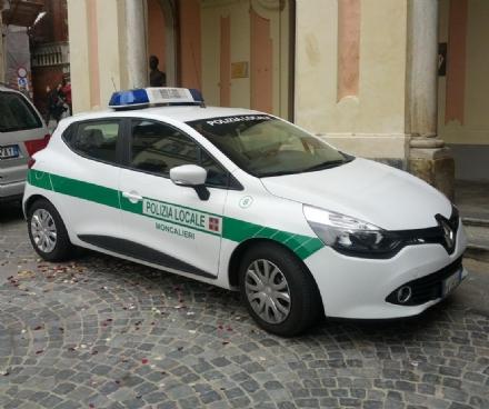 MONCALIERI - Si scontra contro unauto e scappa, rintracciato dalla polizia municipale