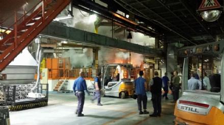 CARMAGNOLA - Paura nella notte alla Teksid per un incendio nello stabilimento