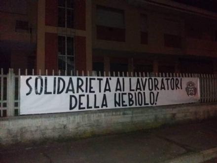 BRUINO - Striscione di CasaPound: «Vicini ai lavoratori della Nebiolo»