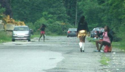 CARMAGNOLA-NICHELINO - Ragazze costrette a prostituirsi sulla strada: undici persone arrestate - VIDEO