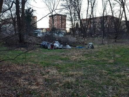 NICHELINO - Una discarica nel parco del Boschetto