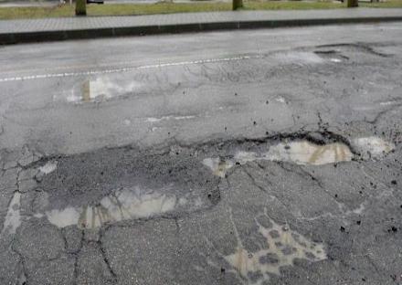 CINTURA - Le ultime piogge devastano le strade: è emergenza buche