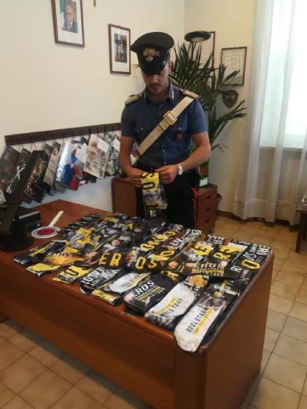 NICHELINO - Vendevano merchandising di Eros abusivamente: denunciati