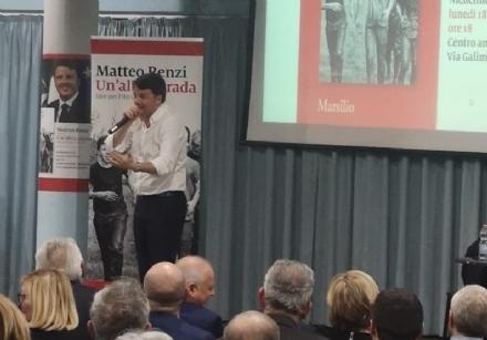 NICHELINO - Renzi presenta il suo libro e nel frattempo i suoi genitori vengono arrestati