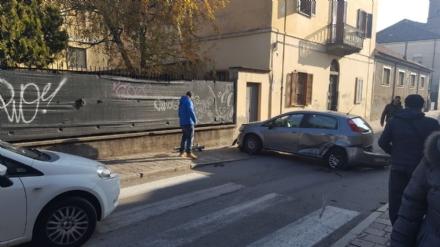 NICHELINO - Violento scontro tra due veicoli in via San Matteo