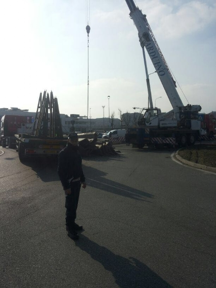 RIVALTA - Crolla il carico, circolazione in tilt in via Gozzano