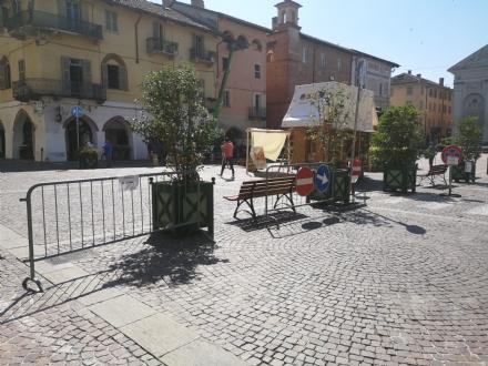 CARMAGNOLA - Spruzzano spray urticante: bravata in piazza SantAgostino