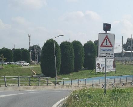 CARMAGNOLA - Installati i semafori anti allagamento dei sottopassaggi