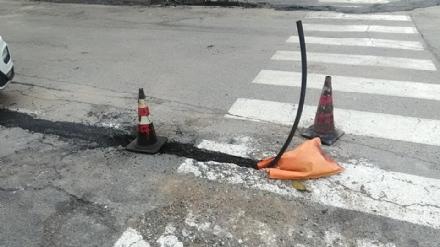 BEINASCO - Proteste a Fornaci per i lavori della fibra fatti male