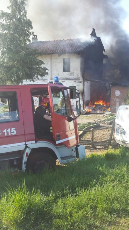 LA LOGGIA - Incendio in un cascinale in via Po: a fuoco masserizie abbandonate