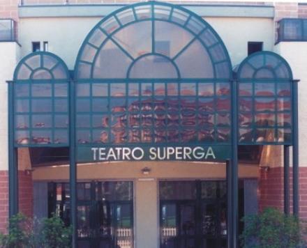 NICHELINO - LADRI AL TEATRO SUPERGA, RUBATO LINCASSO