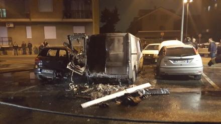 NICHELINO- Rogo distrugge sei auto parcheggiate in via Don Minzoni
