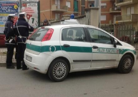 MONCALIERI - Pesta il ristoratore, poi ritorna e la polizia locale scopre che era ricercato per atti osceni