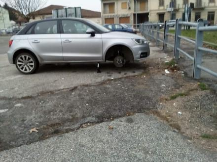MONCALIERI - Nuova razzia di gomme dalle auto in sosta