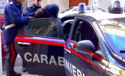 MONCALIERI - Con la tecnica della gomma bucata rubava nelle auto, arrestato