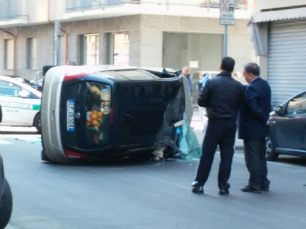 NICHELINO - Grave incidente in via Giusti. Due donne in ospedale.