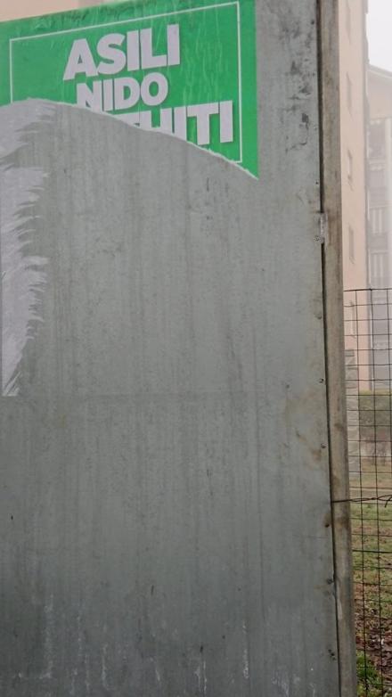 TROFARELLO - Vandali strappano i manifesti elettorali della Lega