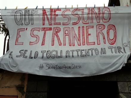 CARMAGNOLA - A Salsasio spunta uno striscione anti-Salvini