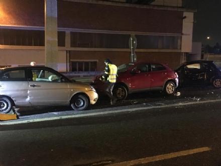 TANGENZIALE DI TORINO - Grave doppio incidente nella notte: auto impazzita travolge tre persone - FOTO