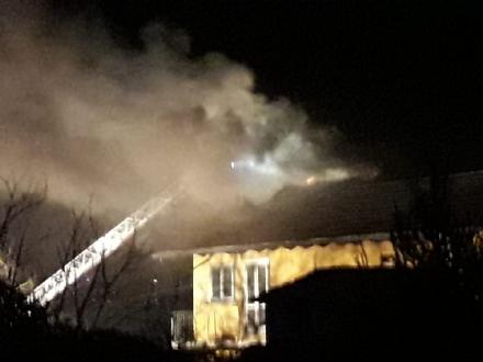 TROFARELLO - Paura nella serata per un incendio al tetto della villetta