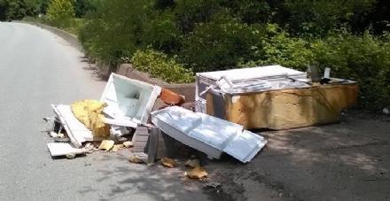 NICHELINO - Telecamere e gogna mediatica sui social per chi abbandona i rifiuti
