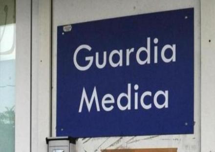 MONCALIERI - Si rifiuta di farle la puntura e lei picchia la guardia medica