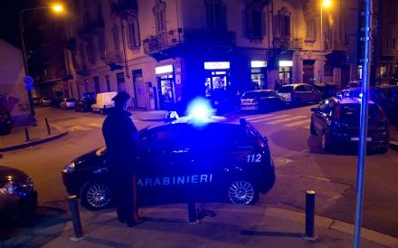 NICHELINO - Spara al ladro che gli entra in casa poi lo insegue per strada: denunciato