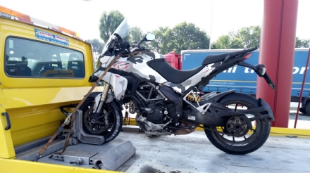 BEINASCO - Incidente stradale in tangenziale: ferito un motociclista di 56 anni