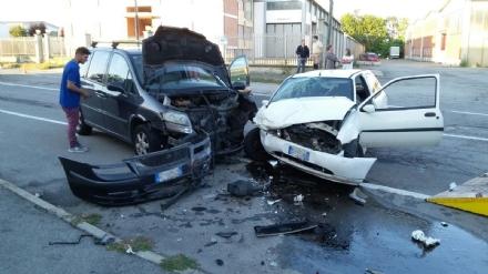 BRUINO - Schianto nella zona industriale: due automobilisti feriti e ricoverati in ospedale