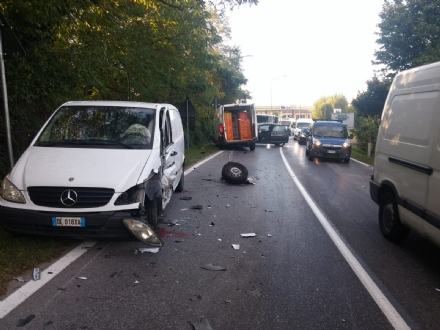 RIVALTA - Incidente in via Einaudi: tre feriti
