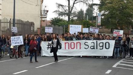 PIOSSASCO - Prima vittoria per gli studenti sul caso abbonamenti autobus