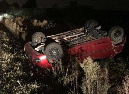 CANDIOLO - Auto si ribalta in via Pinerolo, feriti conducente e passeggeri