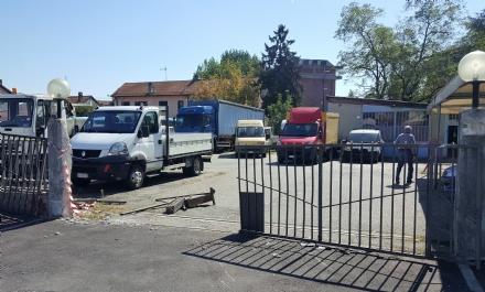 BEINASCO - Spaccata da Colombo: i ladri sfondano il cancello e rubano un camion