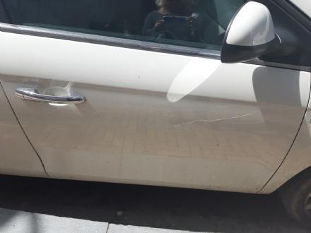 NICHELINO - Caccia al vandalo che riga le macchine in zona centro-Sangone