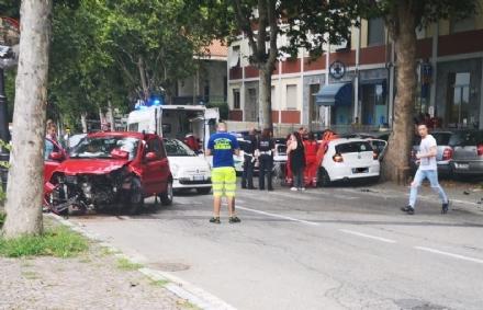 MONCALIERI - Incidente su viale Del Castello: un ferito